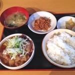 35256552 - 牛煮込み定食 ¥780