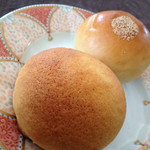 ラ・クルート・ドール - もちもちあんパン、もちもちりんごパン(390円)
