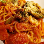 ルーディリシャス - ピリ辛チョリソーとブロッコリーのトマトソースパスタ