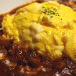 ルーディリシャス - トロトロ卵の特製オムハヤシ トッピングでチーズをプラスするとさらに美味!ライスも白御飯、バターライス、ガーリックライス選択可