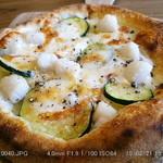 ピザ スタンド ポコ - アフニカータ \500 モッツアレラチーズ,ホタテ,ズッキーニ  2015.2