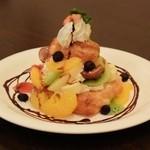 ハナハナカフェ - 料理写真:デニッシュパフェチョコ680円
