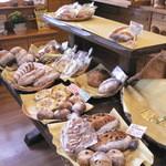 麦の香 - 中央陳列棚