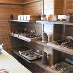 麦の香 - 奥の陳列棚
