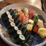 山小屋 - 20年以上お世話になっているお店です。 元々お刺身のネタが良く美味しかったのてすが、寿司職人さんがお店に加わり、大変美味しい生寿司に変身。 9貫お任せで1500円。お新香巻とかんぴょう巻き追加です。