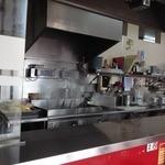 山岡家 岸和田店 - 清潔な厨房