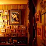 ピッツェリア クッチョロ - クッチョロの名前の由来となるドゥカティのモノクロ写真