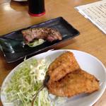 食堂谷 - フワフワサクサクアジのフライとマグロほほ肉ステーキ