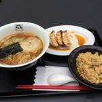 35272996 - 醤油らぁ麺+半炒飯+餃子セット