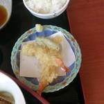 35273762 - 海老天ぷら2本200円。