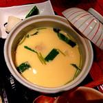 35274467 - 松花堂弁当御膳(1,350円)の茶碗蒸しとお新香。