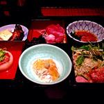35274472 - 松花堂弁当御膳(1,350円)、全景。限定20食。日曜の13:00少し前に入店しましたが、まだ10食以上残ってました。