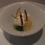 35275271 - アミューズ                       林檎とフレッシュチーズ