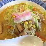 リンガーハット - ピリ辛ちゃんぽん。690円。野菜たっぷり、麺普通でも十分です。