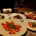 ピッツェリア クッチョロ - 前菜盛合せ。生ハム、サラミ、鴨スモーク、魚介のマリネ、カポナータ(夜のコースにつきます。)