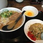 35282178 - ラーメン&炒飯のセット(生卵追加)