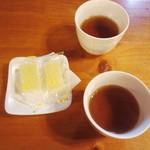 茶房郷 - コーヒーの後に茶菓子セットまでありました♪