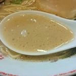 35283324 - 濃厚ど豚骨スープは臭み少な目で豚骨らしさ全開