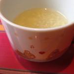 35283355 - ☃スープ☃                       胡椒がかなり効いてますが                       食欲が増しま〜す                       密かに、カップがカワイイ(≧∇≦)