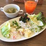 マンマ・ミーア! - サラダバーとスープ、野菜ジュース