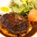 七條 - ハンバーグステーキデミグラスソース(1300円)
