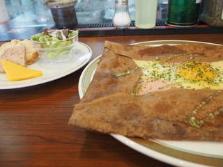 Cafe BIGOUDENE - 前菜もあります