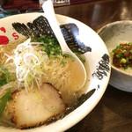 屋台拉麺一's - 牛骨塩ラーメン670円とすじこん飯Sサイズ250円