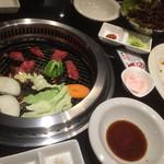 焼肉ヒロムラ - とりあえず和牛、野菜盛りなどなど
