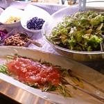 フィッシュテイル - カルパッチョとサラダ