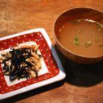 ダイニング ハル - ケバブ丼についてきたひじきの煮物とスープ