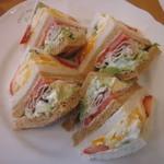 35296632 - ランチのサンドイッチ