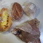 トレファン - 料理写真:この日は夕食用にパンを4つ購入してみました。