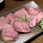 神戸亭本店 炭火焼肉大門 - 上タン塩