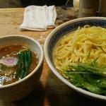 R - つけ麺中盛り 880円