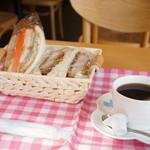 神戸サンドウィッチ工房 - 料理写真:タルタルフィッシュサンドと三元豚のヒレカツサンド、ホットコーヒーのモーニングです、945円也