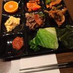 35310378 - ランチバイキング(大人・¥1,000) プルコギ、ケランチムなど温菜中心盛り付け例