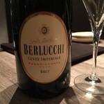 35312122 - BERLUCCHI スパークリング                         まずはBRUTの辛口スパークリングワインで喉を潤します