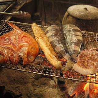 ランチにおすすめ、地魚料理「炭火焼き魚定食」