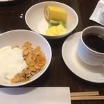 daininguryuu - 3回目はフルーツ類とシリアル。             パイナップルとキウイの珍しいジャムもあり、一緒にいただきました。                                       朝からお腹いっぱい✧*。(ˊᗜˋ*)✧*。