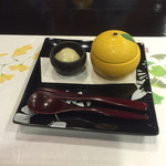 35314398 - 柚子ゼリーと葛餅。                                              お腹いっぱいだったのにツルッと入ってしまいました。