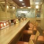 35316080 - 松乃屋三鷹店店内カウンター席と厨房