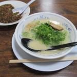 35316234 - 白湯ラーメン(豚骨風)と炒飯