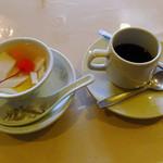 上海菜館 - ランチに付属の杏仁豆腐とコーヒー