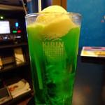 カラオケバンバン - ドリンク写真:クリームソーダ:399.6円