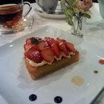 R cafe - イチゴのタルト