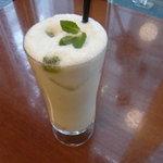 R cafe - 自家製フルーツラッシー