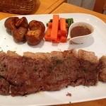 35321702 - 米沢牛のステーキ ポテトの中はほくほくで皮がカリカリ。これだけでもオーダーしたい感じ。
