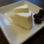 35324231 - 足利ココファームのカマンベールチーズ300円