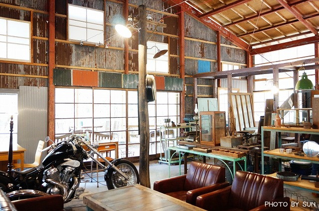 the photo of interior antique cafe road tabelog