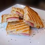 モンディアルカフェ328 - ハム&チーズのホットサンド